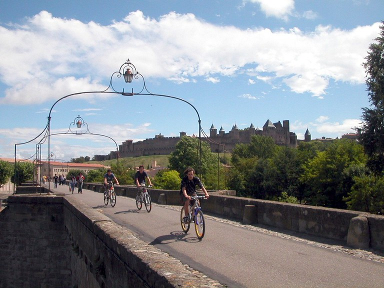 Bike tour across the Pont Vieux