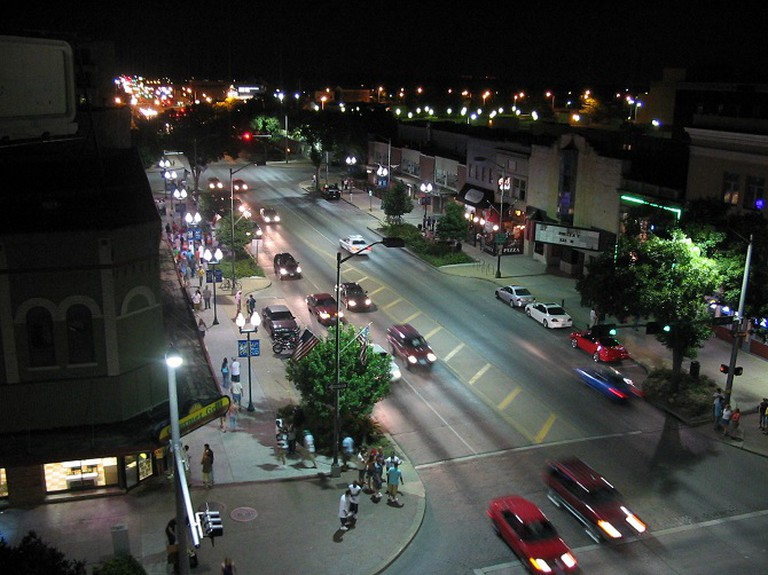 Downtown Lincoln at Night | ©Stack/Wikimedia Commons