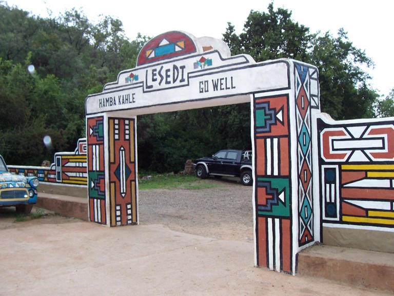 https://commons.wikimedia.org/wiki/File:Exit_at_Lesedi_Cultural_Village.jpg