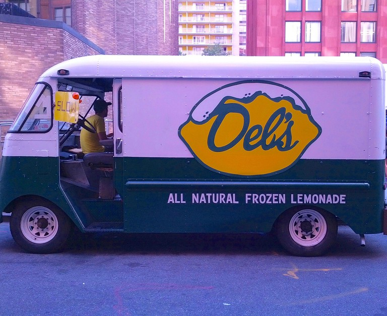 Del's Frozen Lemonade truck | © altiemae/Flickr