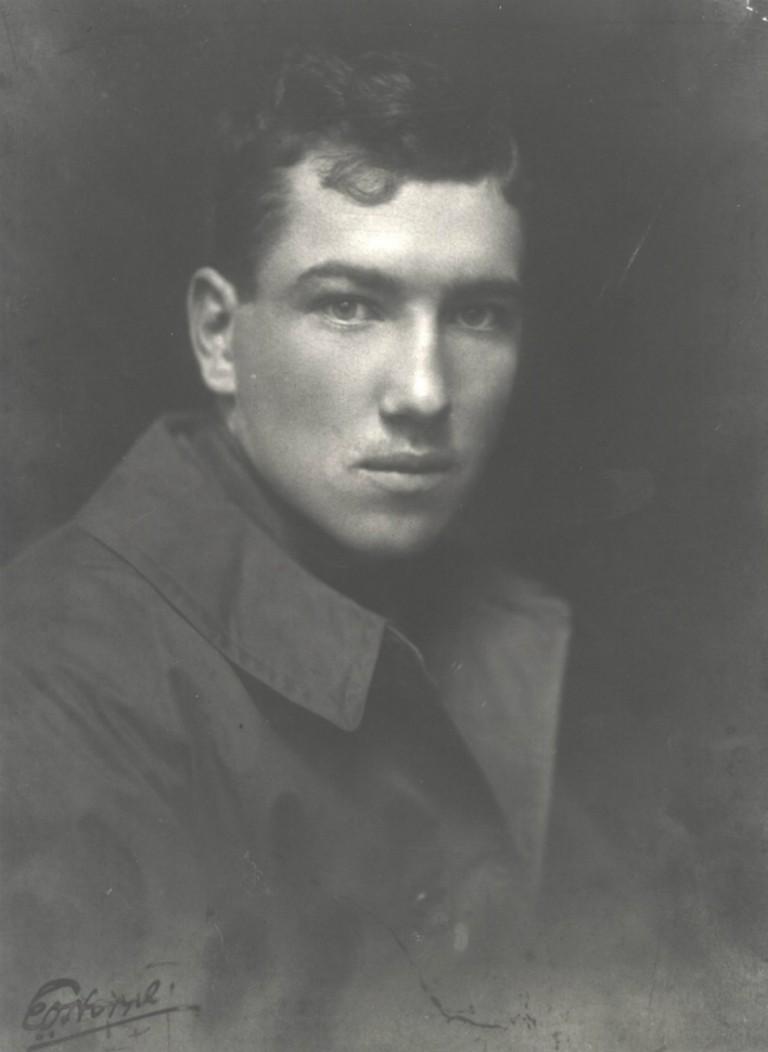 Robert Graves In Uniform (Portrait c.1915) | Courtesy of William Graves