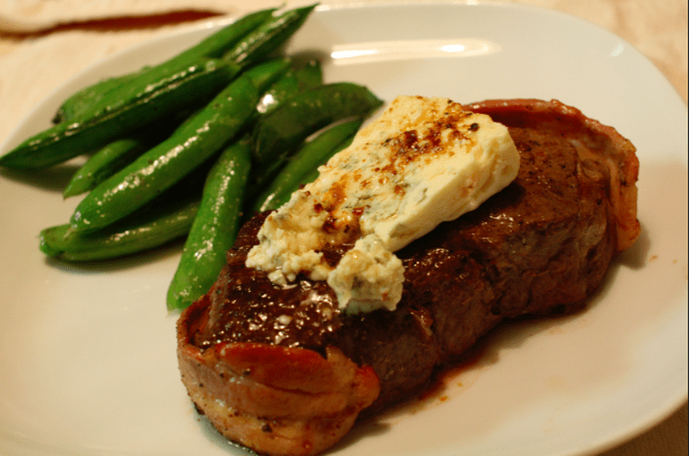 Filet Mignon with Blue cheese|©Naotake Murayama/Flickr