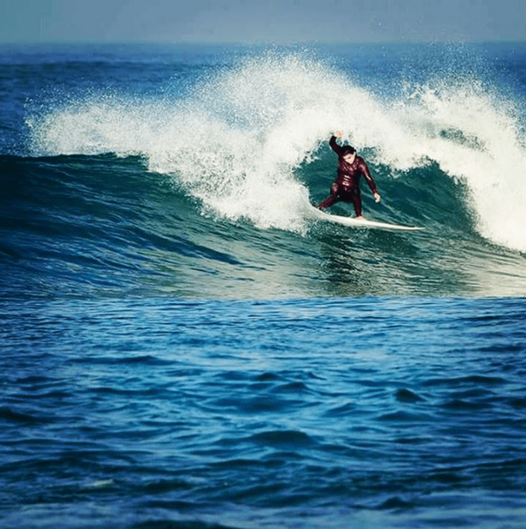 Surfing in Israel @Uri Magnus/Instagram