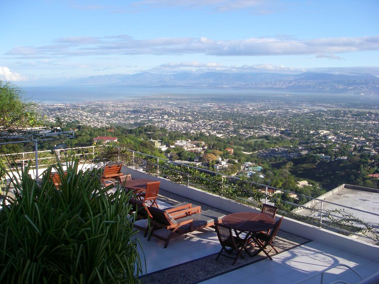 Restautant in Port au Prince| ©Elena Heredero/Flickr
