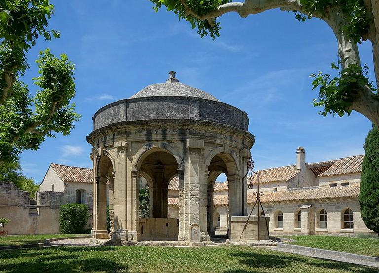 Le puits de la Chartreuse du Val de Bénédiction à Villeneuve-lès-Avignon © Velvet/WikiCommons
