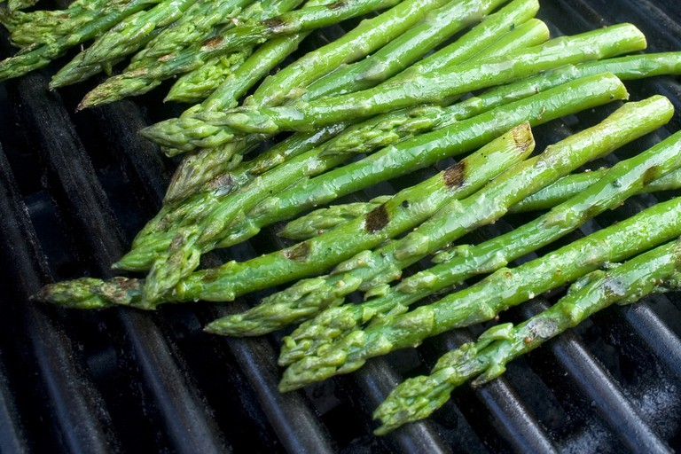 Lightly grilled asparagus | © woodleywonderworks/Flickr