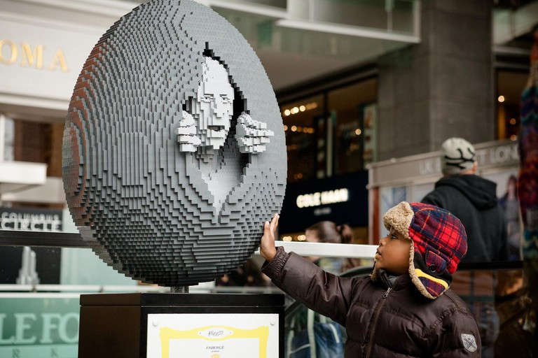 Faberge- The Big Egg Hunt, New York City, 2014 | Image Courtesy of Nathan Sawaya