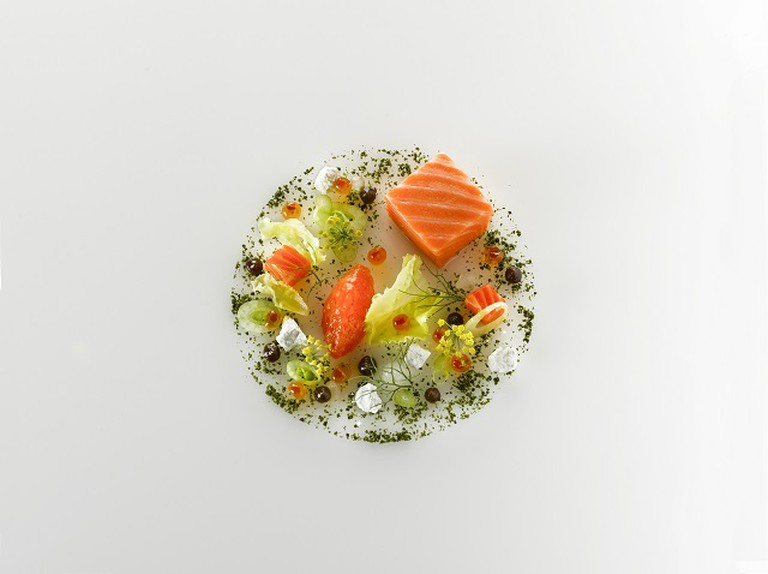 Salmon With Lettuce, Coconut and Licorice | © Fabian Häfeli