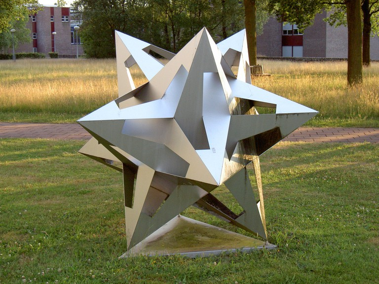 Sculpture Inspired by Escher | © Berteun Damman WikiCommons