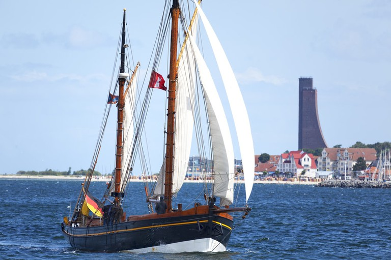 Sailing boat off of the coast of Kiel | © Ralf Gosch/Shutterstock