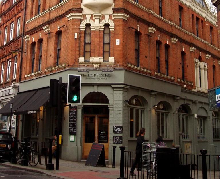 The redbrick exterior of The Horseshoe Pub | © Creative Commons/Ewan Munro