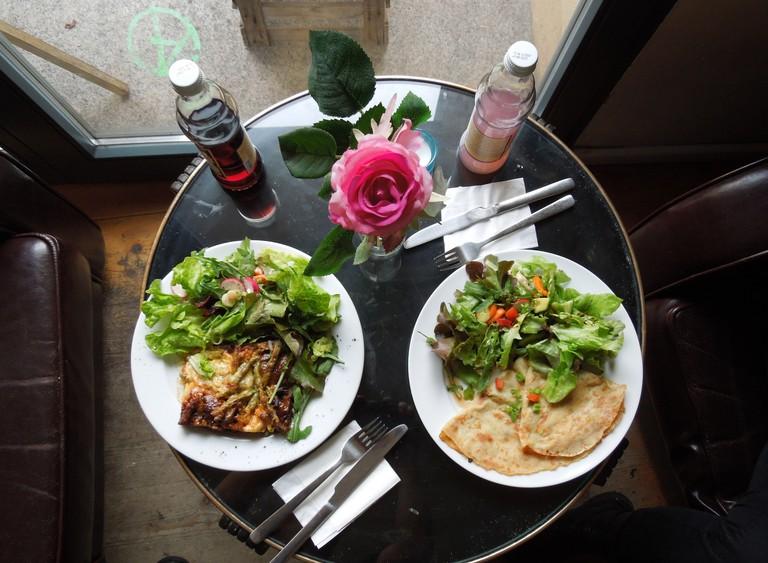 Table of food from Die Rebellion Des Zimtsterns in Berlin