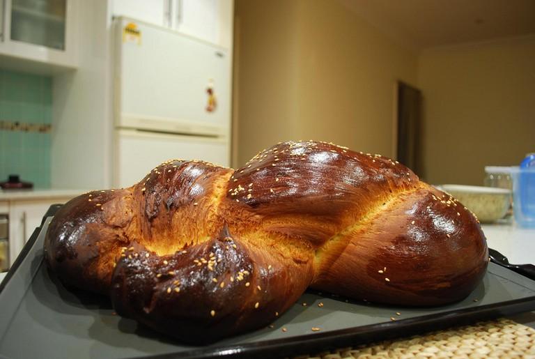 Greek Tsoureki Bread | © Alpha/Flickr