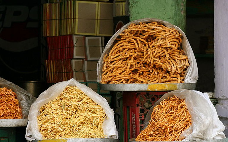 Bikaneri Bhujia at a streetside shop © Nagarjun Kandukuru /Wikicommons