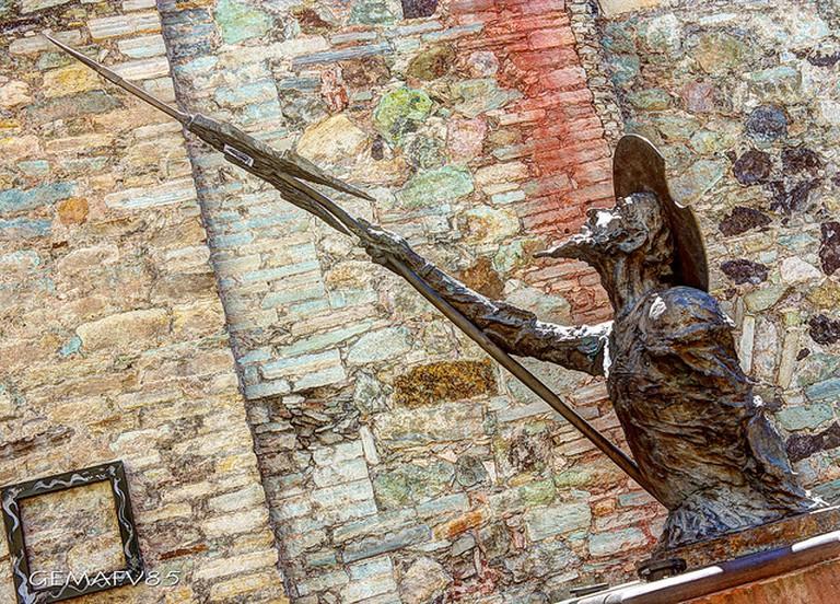 ©Gerardo Martin Fernandez Vallejo /Flickr Quijote que está escondido entre el pasaje del jardín a la calle de Alonso.
