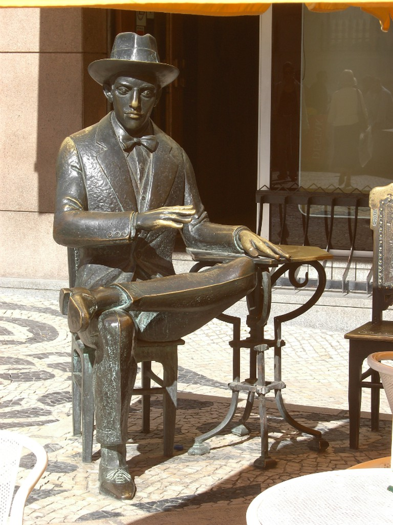"""Monument to Fernando Pessoa in front of cafe """"A Brasileira"""", in Lisboa 