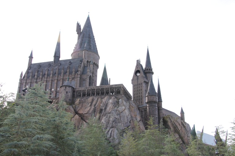 Hogwarts Castle at the Harry Potter and the Forbidden Journey amusement ride in the Wizarding World of Harry Potter at the Islands of Adventure amusement theme park at Universal Orlando in Orlando, Florida. |© David R. Tribble/Wikicommons