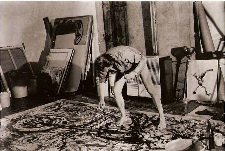 Jackson Pollock at work | © Louis-garden/WikiCommons