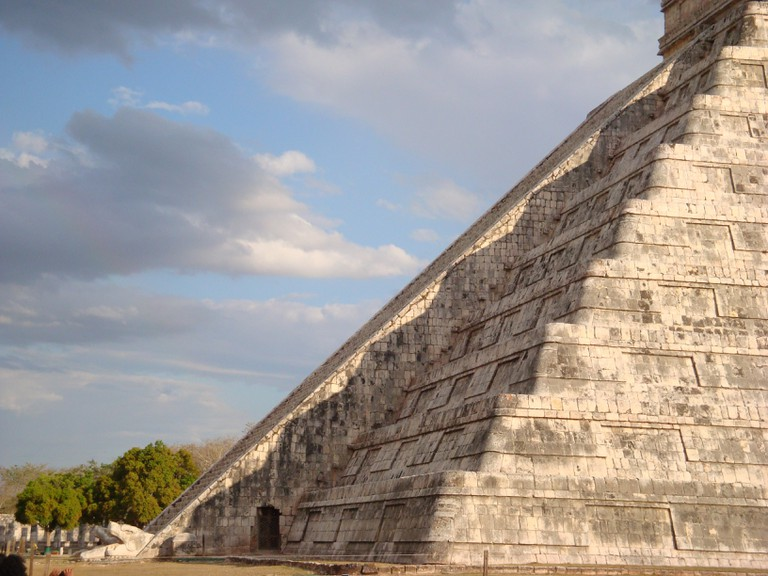 The serpent effect observed on the Kukulkan pyramid during the 2009 spring equinox