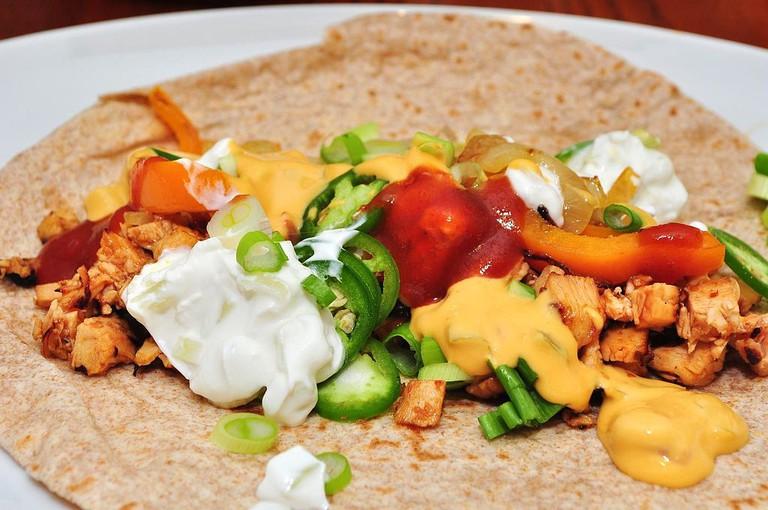Open chicken fajita © jeffreyw/WikiCommons