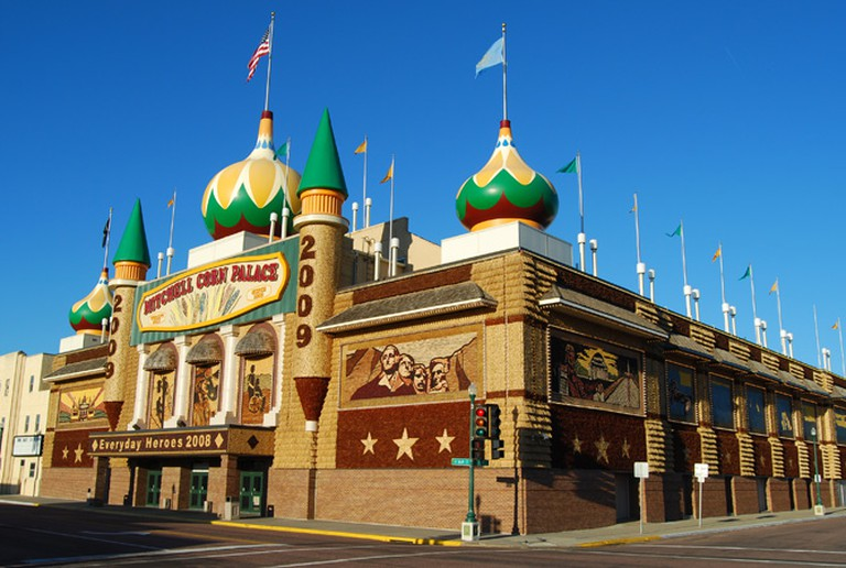 CornPalace2008 © Parkerdr, WikkiCommons