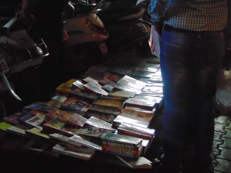 Street bookseller outside on FC road | © Gaurav Lele