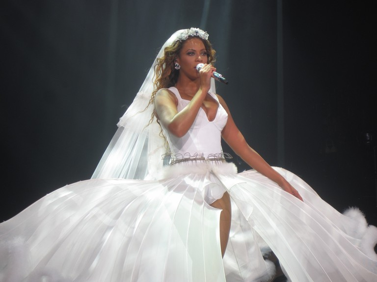 Beyonce on tour in a dress designed by Thierry Mugler