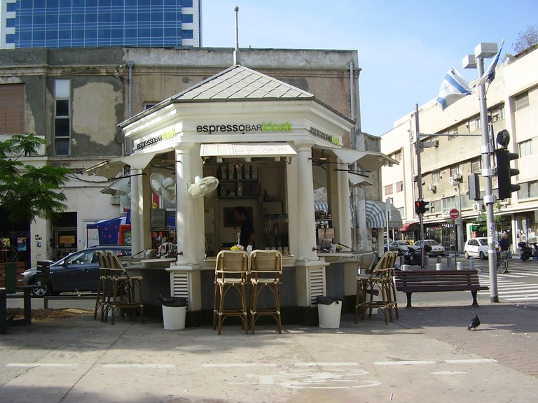 "Renovated Kiosk by Joseph Barsky | ד""ר אבישי טייכר/Wikimedia"