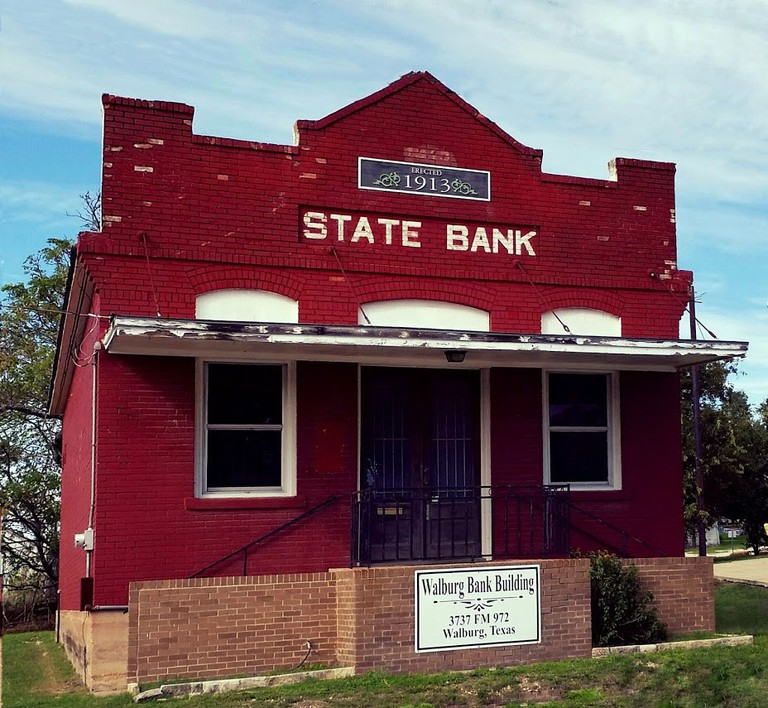 Walburg Bank | © Stacey Pumo