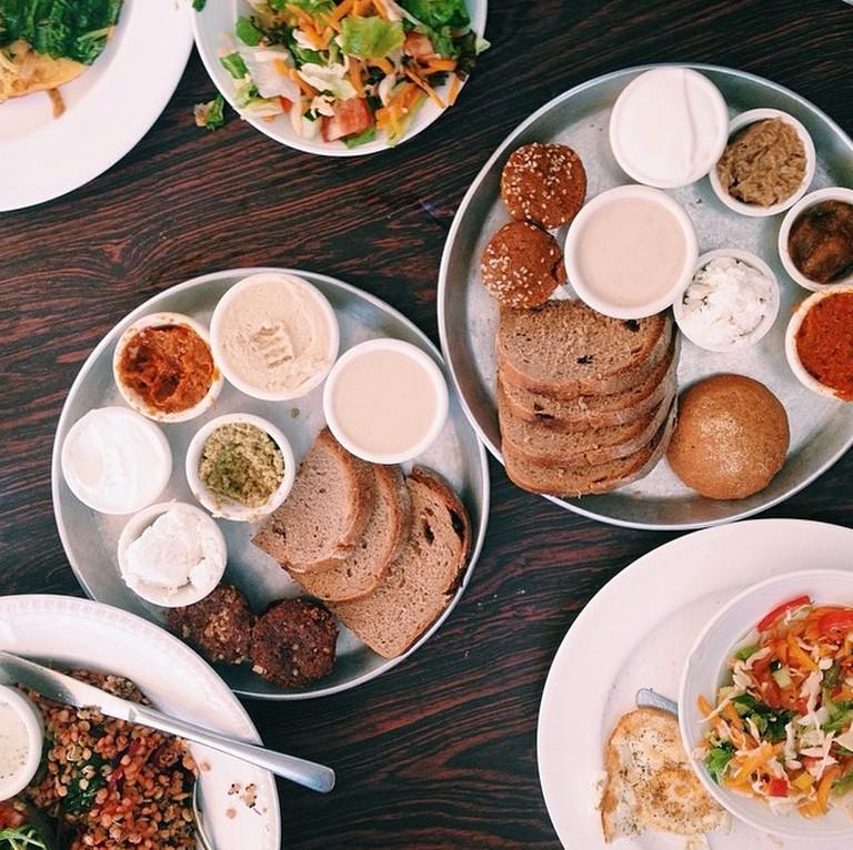 Business Lunch © Tasetlv/Instagram