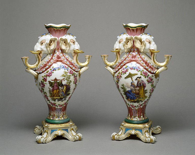 Pair of Vases by Charles Nicolas Dodin commissioned by Mme de Pompadour | © Walter's Art Museum/WikiCommons