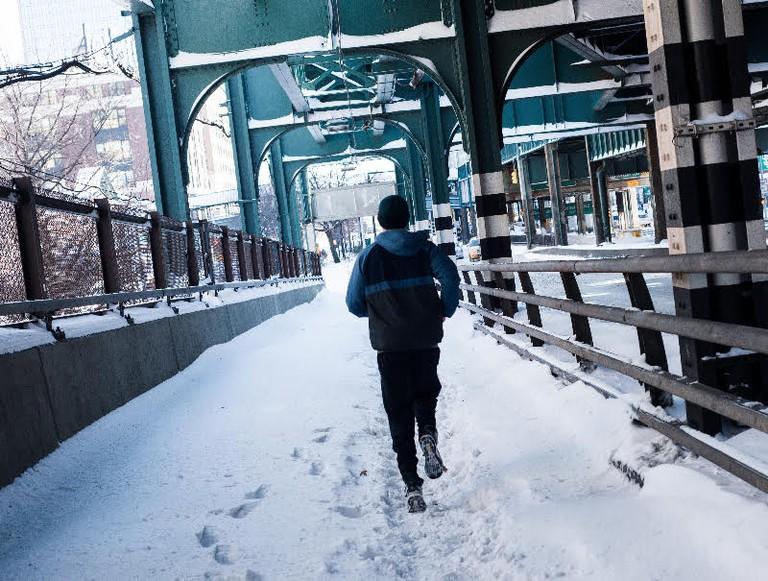 Man completes his run over the 59th Street Bridge| © Smart Scott Photography