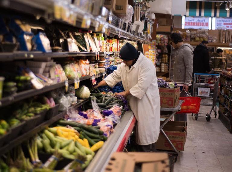 Organizing Groceries | © Smart Scott Photography