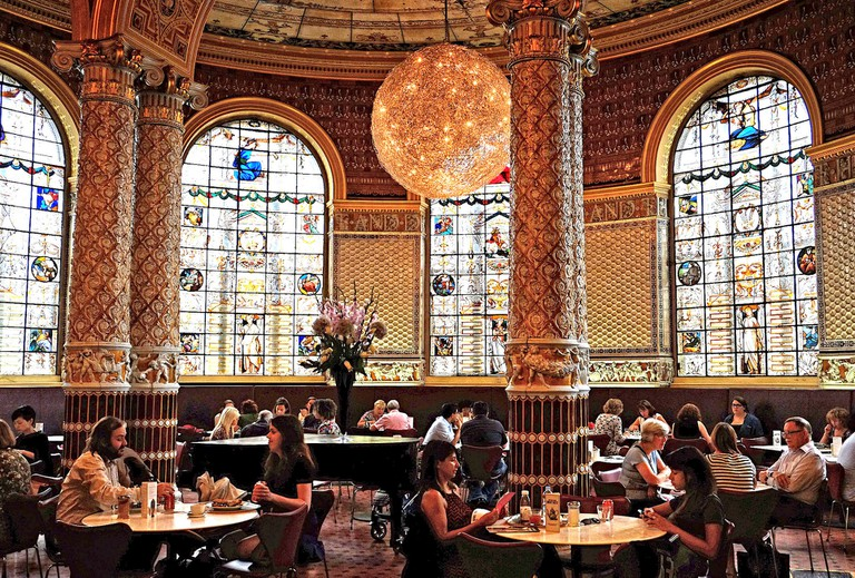 Victoria and Albert Dining Area | © Eric Huybrechts/Flickr