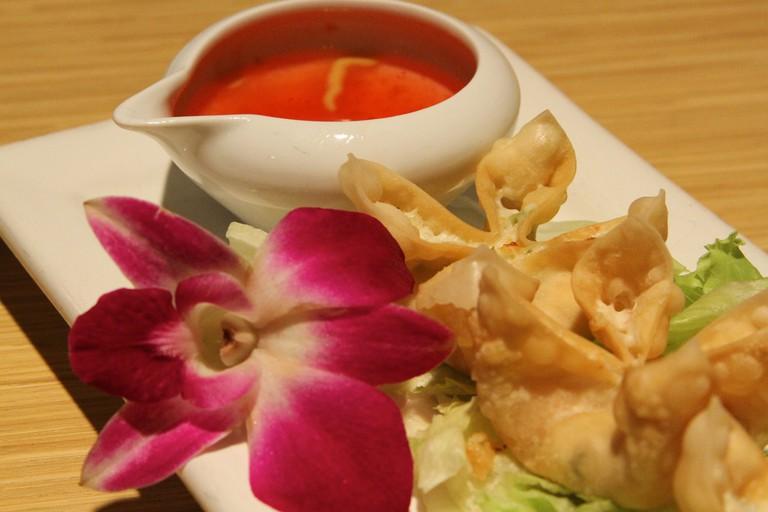 Crab Rangoon | © Hungry Dudes/Flickr