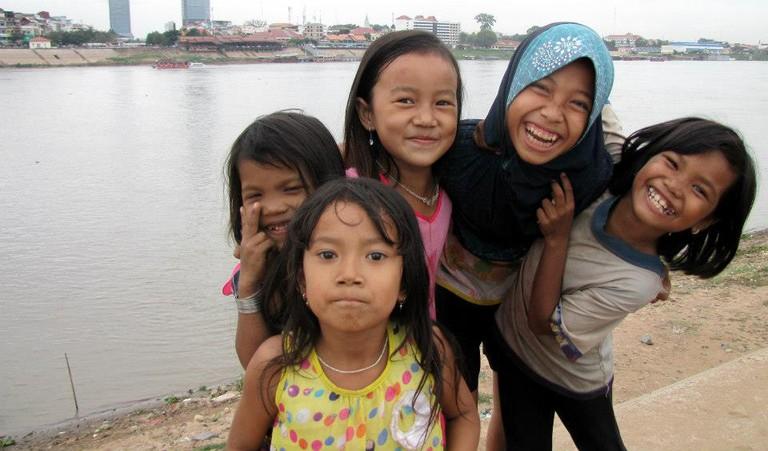 Young Cambodian Girls I © Sarine Arslanian