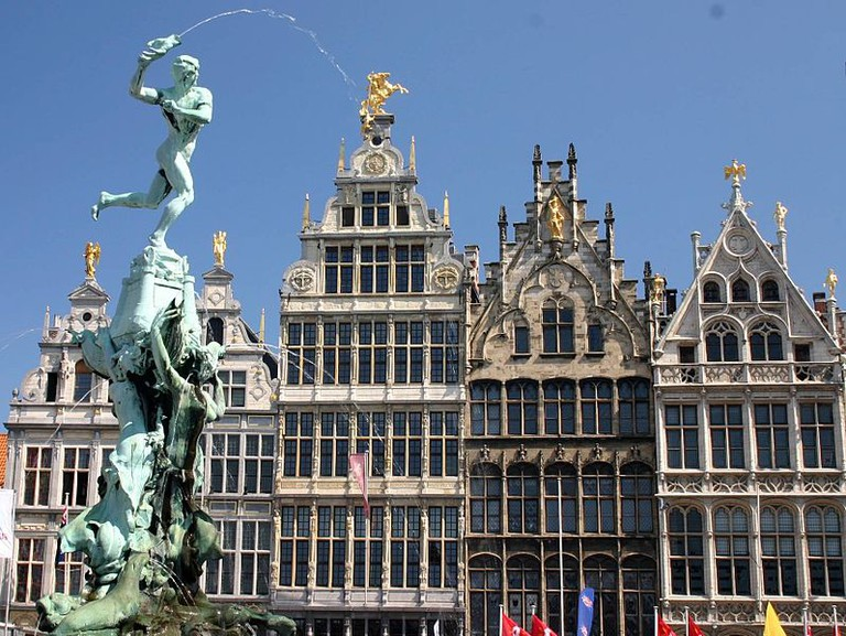 Brabo Fountain and Grote Markt, main square of Antwerp|© Frank Kovalchek/Flickr