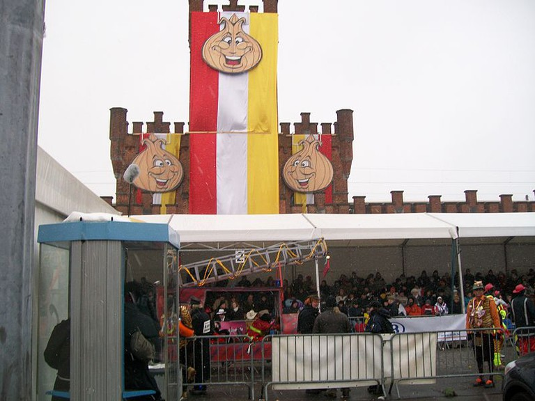 The Aalst railway station during the 2010 carnival|© Wikisid/Wiki Commons