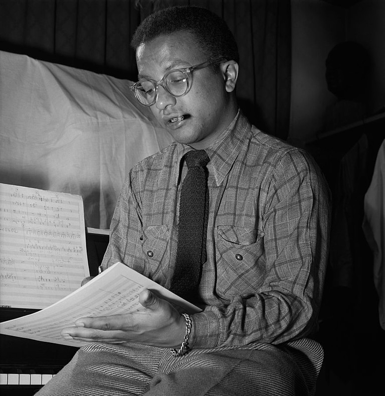 Billy Strayhorn, New York, N.Y., between 1946 and 1948 (William P. Gottlieb 08211).jpg More details Billy Strayhorn, New York, N.Y., between 1946 and 1948. This image has been cropped and adjusted, roughly per the second of the Library of Congress' copies, as this improves the composition and presumably better reflects the correct skintone (it was common to slightly overexpose images of darker-skinned people to bring out more detail).|© William P. Gottlieb/wikicommons