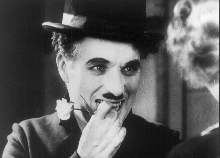 The Little Tramp in a scene of 'City Lights' | © Breve Storia Del Cinema Flickr