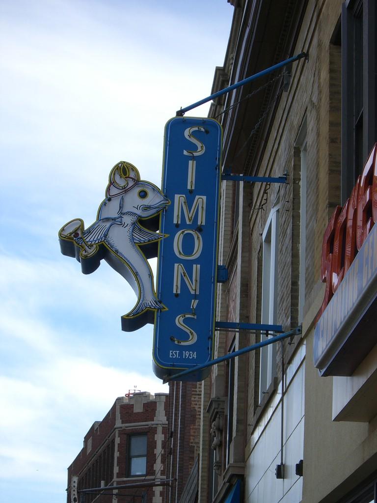 Simon's Tavern Sign┃© Kim Scarborough/Flickr