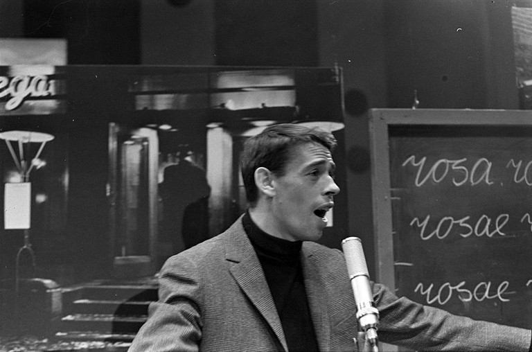https://commons.wikimedia.org/wiki/File:Domino_-_Jacques_Brel_1.jpg