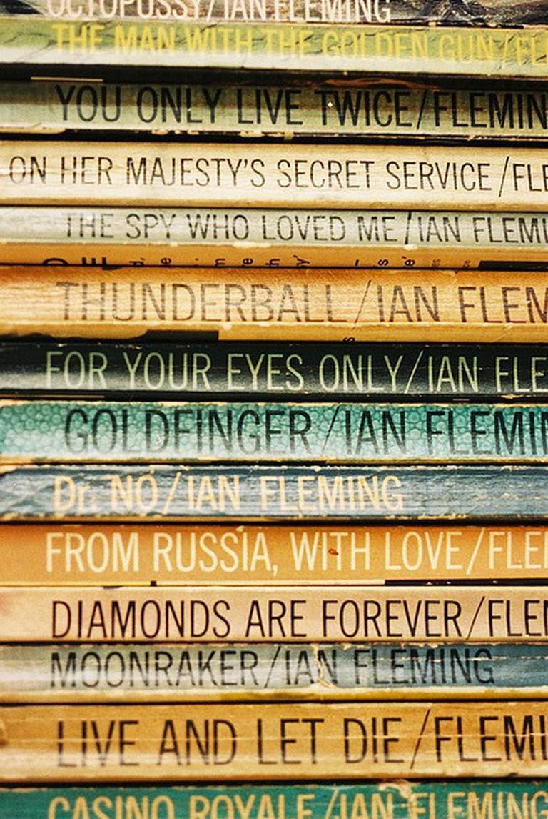 Ian Fleming's Paperback Bonds | © Wiki