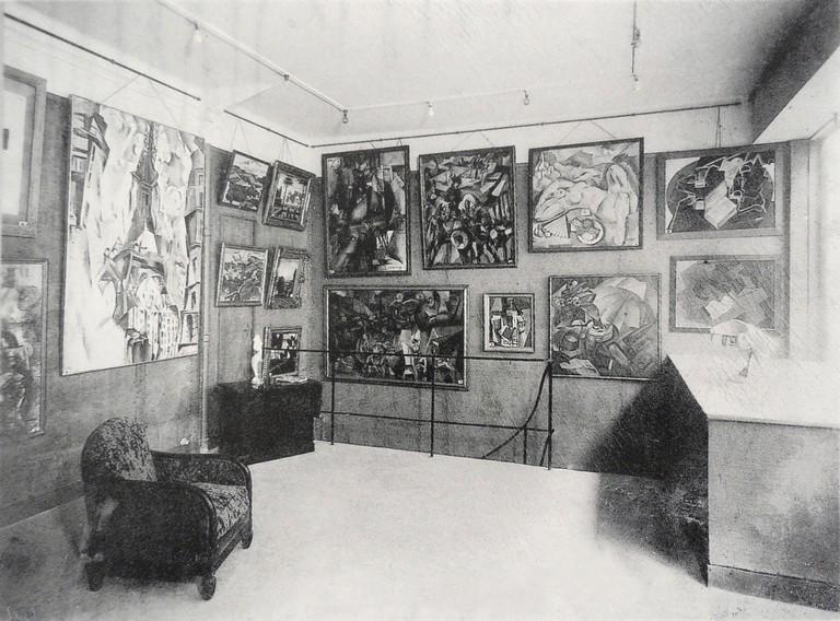 La Section d'Or exhibition, 1925, Galerie Vavin-Raspail, Paris. Gleizes' Les Baigneuses can be seen towards the center| ©WikiCommons