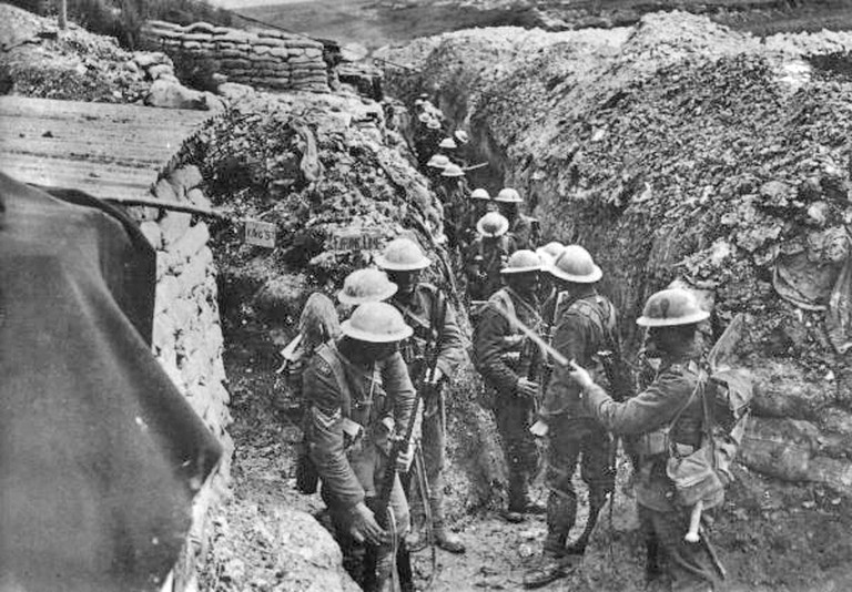 1st Lancashire Fusiliers in trenches near the Somme, 1916 | © Imperial War Museums/WikiCommons
