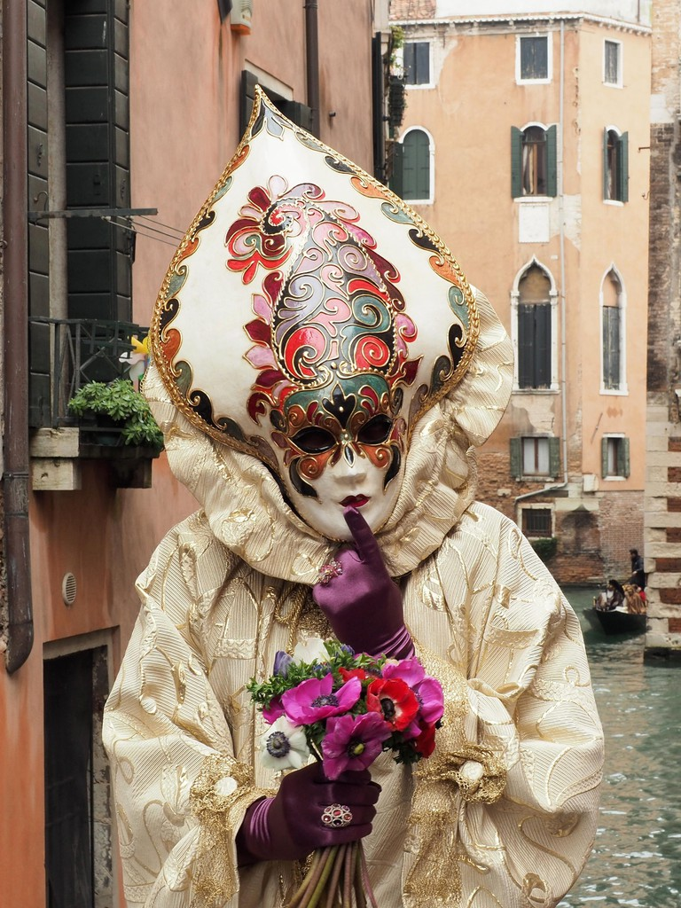 A masked costume in Venice | Courtesy of Ester Bonadonna