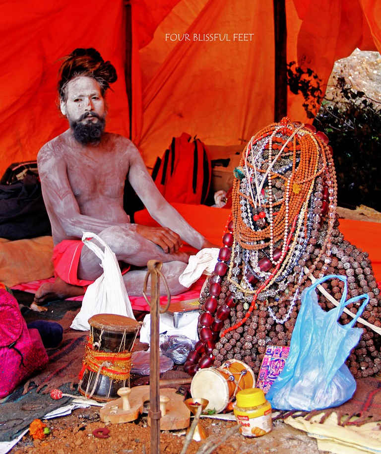 Rudraksha baba with his 20 kg head piece © Four Blissful Feet