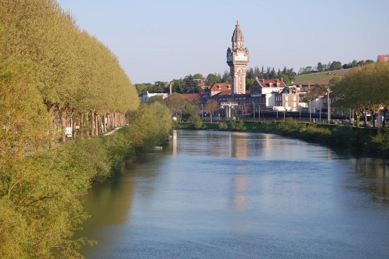 Épernay, France  © Flickr/Josiah Mackenzie