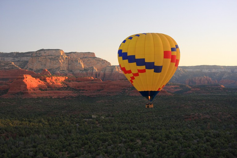 Hot Air Balloon Ride | © Thales/Flickr