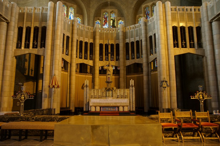 The interior of the Basilica of the Sacred Heart |© Flickr/Niels Mickers